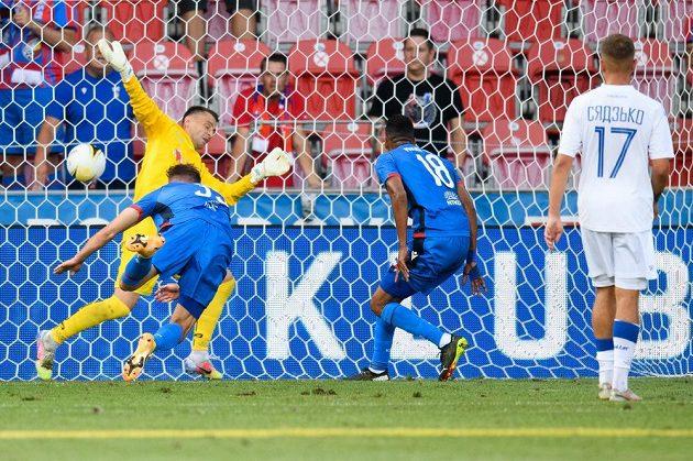 Filip Kaša z Viktorie Plzeň a jeho gólová hlavička na 2:0 během utkání 2. předkola UEFA Evropské konferenční ligy.