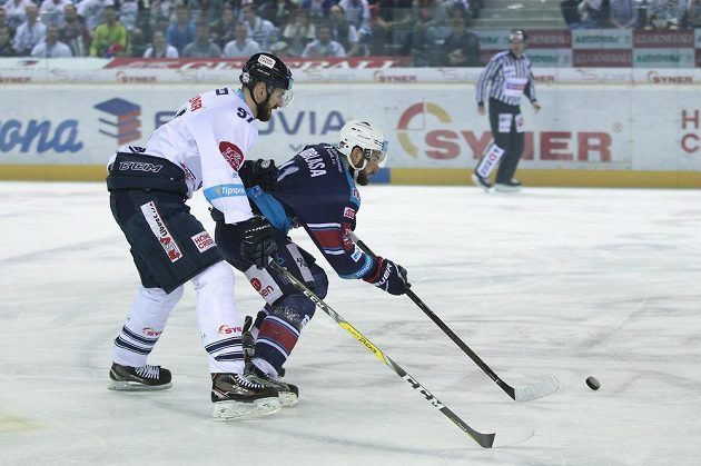 Zleva Lukáš Vantuch z Liberce a Petr Koblasa z Chomutova ve druhém semifinále.