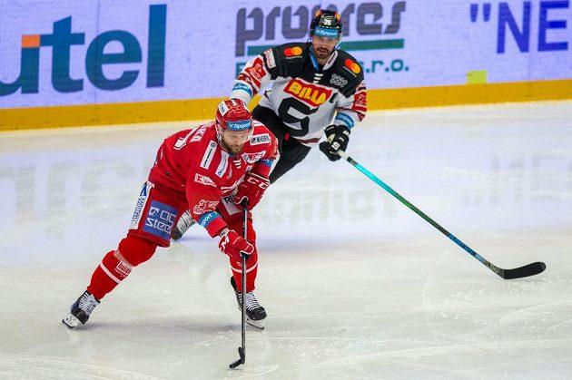 Zleva Martin Růžička z Třince a Michal Řepík ze Sparty.