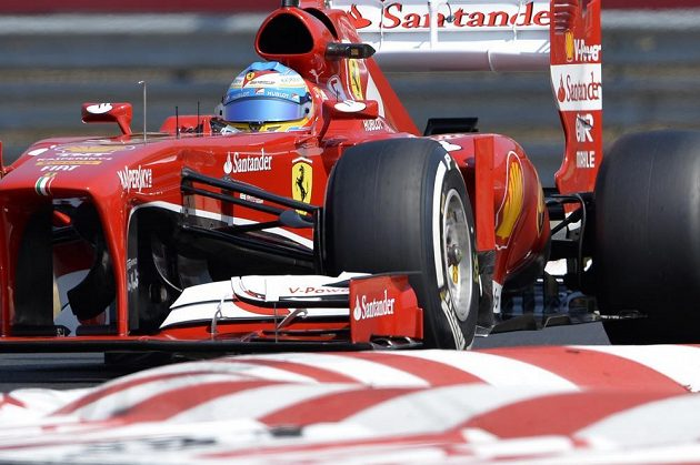 Fernando Alonso na trati Hungaroringu.