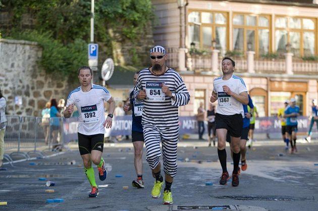 Běhání v převlecích není populární jen v Londýně. I Praha má své netradiční běžce. Nechybí někomu?