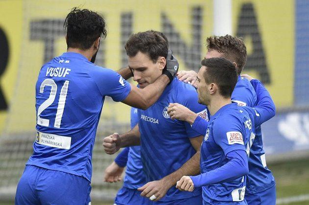 Fotbalisté Liberce se radují z gólu, který z penalty vstřelil Michael Rabušic (druhý zleva).