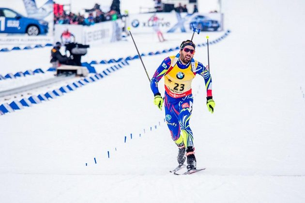 Martin Fourcade v cíli vytrvalostního závodu na MS v Holmenkollenu.