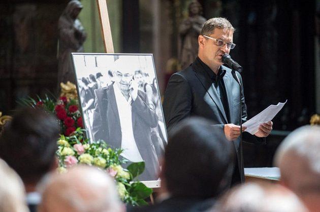 Na pohřbu promluvil také Petr Bříza, majitel hokejové Sparty.