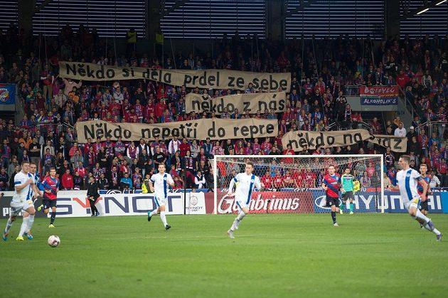 Transparent fanoušků Viktorie Plzeň během utkání s Libercem.