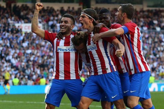 Radost v podání Atlétika Madrid poté co Antoine Griezmann chvíli před koncem vyrovnal stav madridského derby na konečných 1:1.