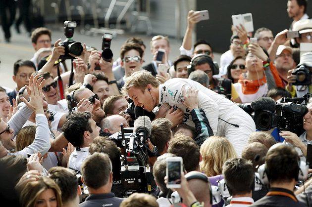 Nico Rosberg slaví triumf v Číně.