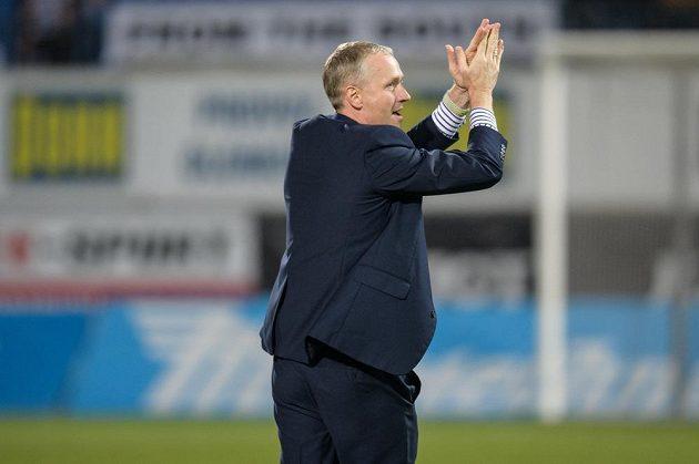 Trenér Sigmy Olomouc Václav Jílek oslavuje vítězství nad Spartou v 15. kole HET ligy.