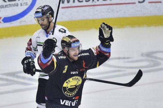 Litvínovský Adam Jánošík se raduje z gólu Litvínova.