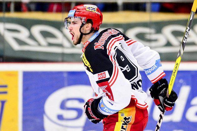 Tomáš Knotek z Hradce Králové se raduje z prvního gólu proti Brnu.