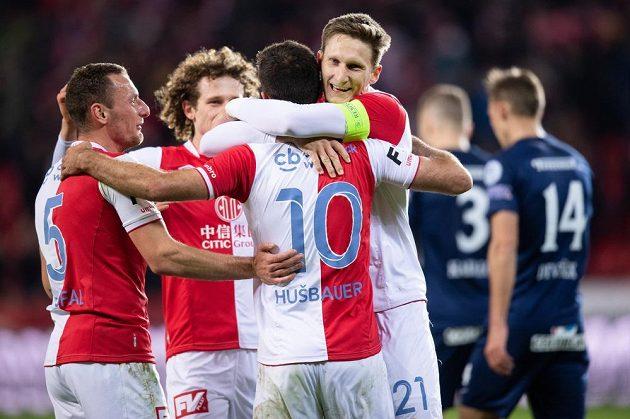 Fotbalisté Slavie Praha (zleva): Vladimír Coufal, Alex Král, Josef Hušbauer a Milan Škoda oslavují gól na 3:0 během utkání se Slováckem.