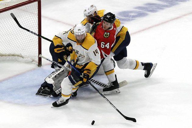 Hrdina v akci. Gólman Predators Pekka Rinne pomohl týmu parádními zákroky k výhře nad Chicagem, k tomu navíc sám vstřelil gól.