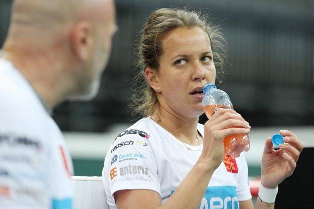 Barbora Strýcová s trenérem Davidem Kotyzou před finále Fed Cupu proti USA.