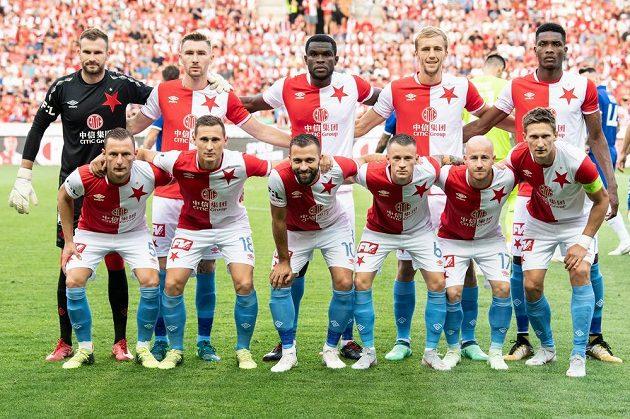 Fotbalisté Slavie Praha krátce před výkopem utkání 3. předkola Ligy mistrů, kde je jejich soupeřem ukrajinské Dynamo Kyjev.