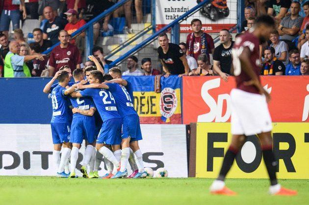 Fotbalisté Liberce oslavují gól na 1:0 během utkání 7. kola Fortuna ligy se Spartou.
