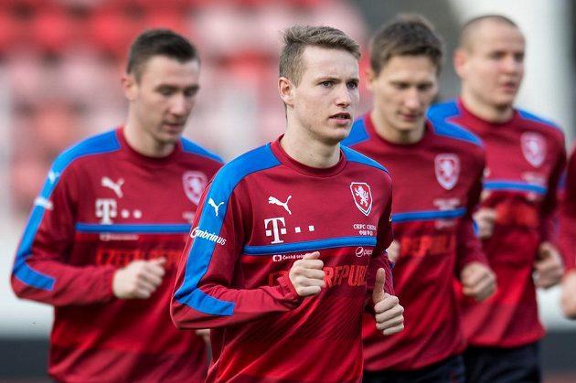 Jakub Jankto (vpředu) během tréninku fotbalové reprezentace před zápasy s Litvou a San Marinem.