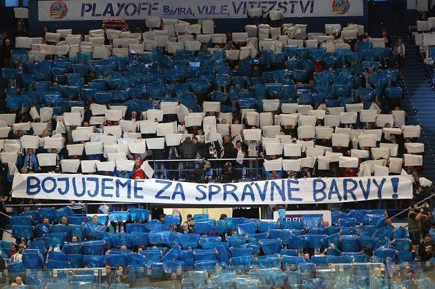 Choreo fanoušků Vítkovic před zahájením zápasu.