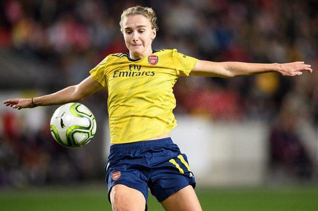 Opravdová kanonýrka! Vivianne Miedemaová z Arsenalu během utkání Ligy mistryň na hřišti Slavie měla pořádně nabbito.