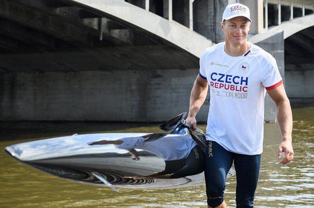 Kajakář Radek Šlouf během představení olympijské kolekce pro fanoušky.