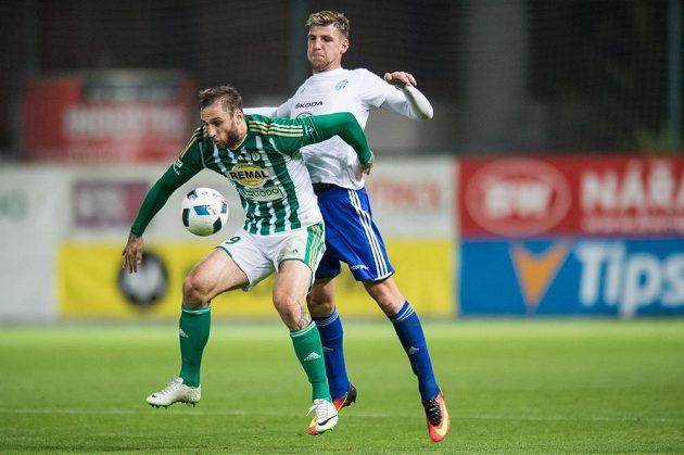 Jan Holenda z Bohemians a Ladislav Takács z Mladé Boleslavi během utkání 10. kola ePojištění.cz ligy.