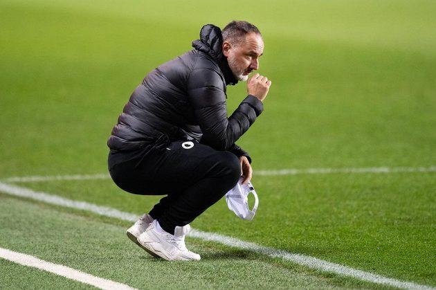 Trenér Slavie Praha Jindřich Trpišovský během utkání.