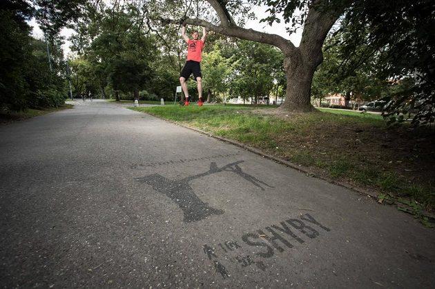 Běžec potřebuje kompenzovat. Zapomínat nemůže ani na horní polovinu těla.