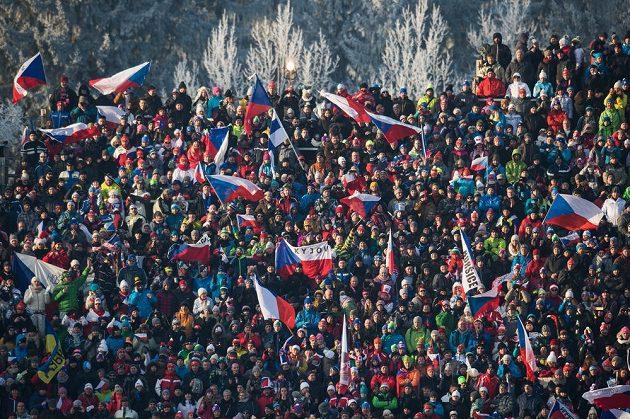 Obležená tribuna při biatlonovém Světovém poháru v Novém Městě na Moravě.