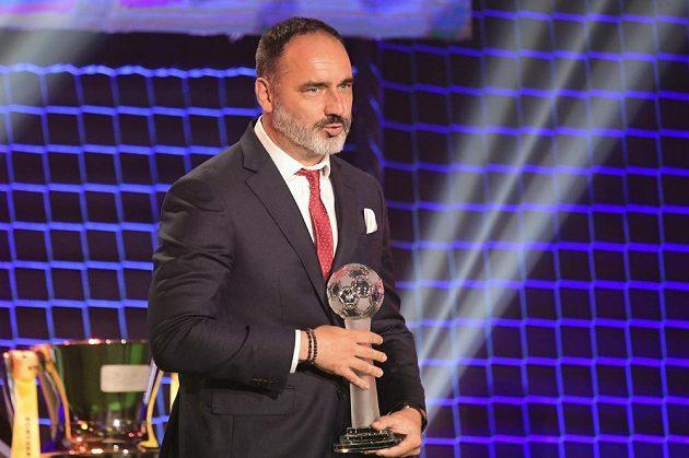 Trenér Slavie Jindřich Trpišovský převzal cenu pro nejlepšího trenéra sezony.