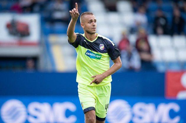 Luděk Pernica z Viktorie Plzeň oslavuje v Liberci gól na 1:0