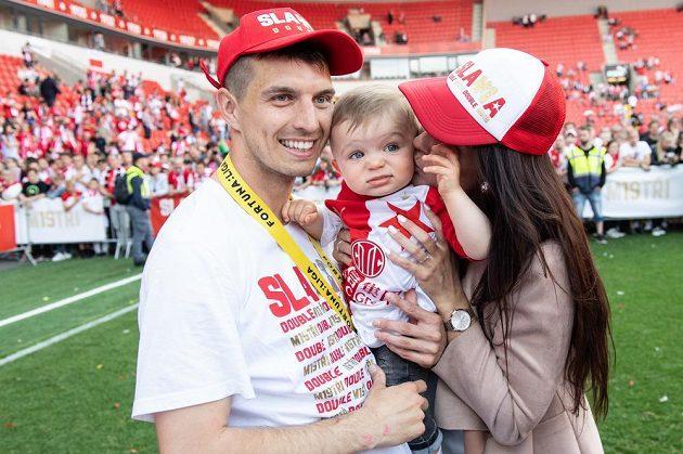 Ondřej Kúdela s rodinou po utkání posledního kola nadstavby se Spartou.