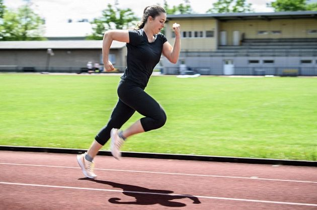 Česká skeletonistka Anna Fernstädtová při tréninku na stadionu v Šumperku.