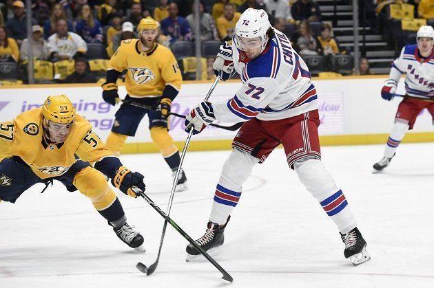 Český hokejový útočník Filip Chytil v dresu New York Rangers po návratu z farmy pálí.