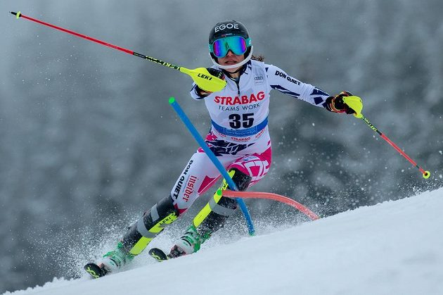Boj ve slalomu. Martina Dubovská ve Špindlerově Mlýně.