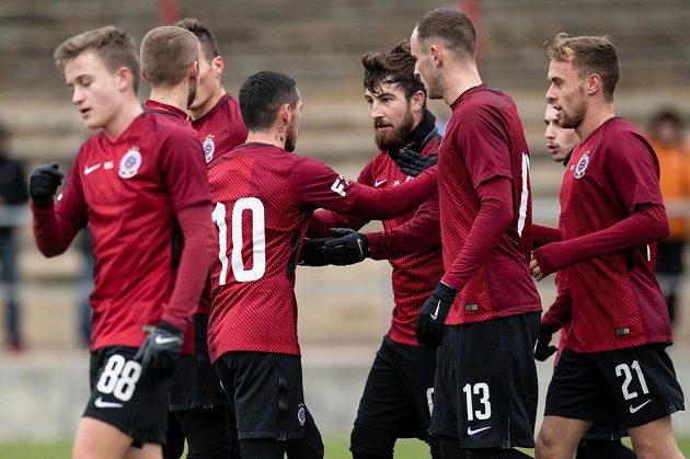 Fotbalisté Sparty Nicolae Stanciu (č.10), Lukáš Vácha, David Lischka a Martin Hašek oslavují gól na 2:0 během utkání v rámci zimní přípravy s Českými Budějovicemi.