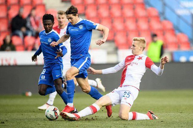 Liberecký obránce Taras Kacharaba (uprostřed) a Michal Frydrch během utkání čtvrtfinále MOL Cupu.