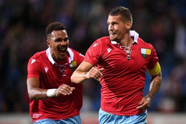 Lukáš Hejda (vpravo) se raduje z gólu