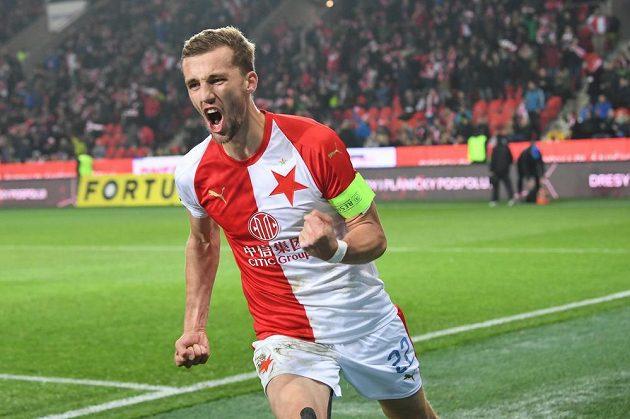 Slávista Tomáš Souček se raduje po proměněné penaltě proti Teplicím.