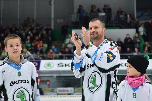 Michal Broš (uprostřed) se před utkáním Mladé Boleslavi se Spartou rozloučil se svou hráčskou kariérou.