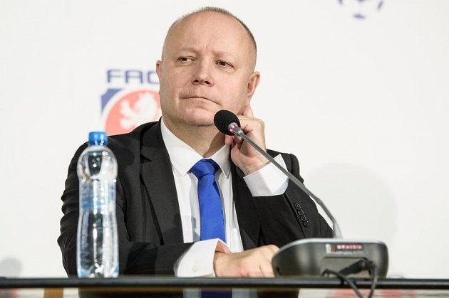 Neuspěšný kandidát na předsedu FAČR Petr Fousek během mimořádné Valné hromady FAČR.