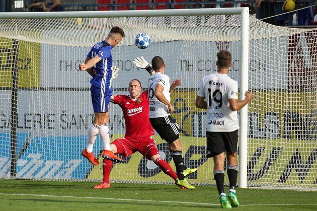 Martin Nešpor z Olomouce střílí vítězný gól proti Zlínu.
