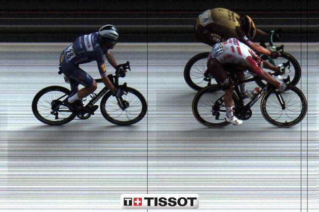 Cílová kamera! O centimetry vepředu vítězný Australan Caleb Ewan, za ním Nizozemec Dylan Groenewegen a Ital Elia Vibiani.