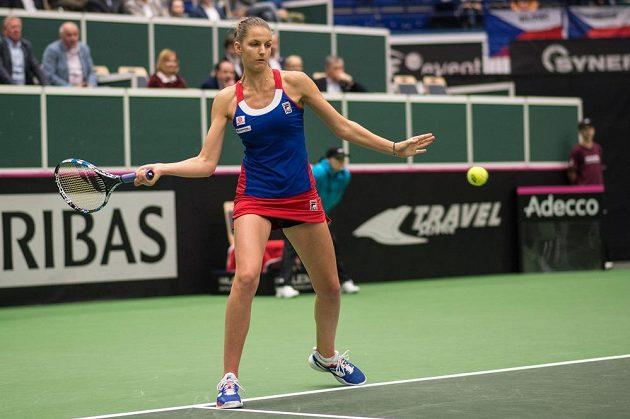 Karolína Plíšková během utkání s Garbine Muguruzovou se Španělska v 1. kole Fed Cupu. Plíšková vyhrála ve dvou setech.