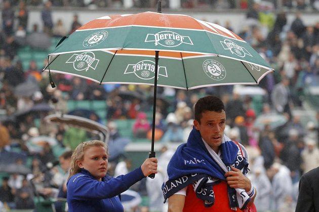 Španělský tenista Roberto Bautista Agut svůj zápas s Novakem Djokovičem také nedohrál.