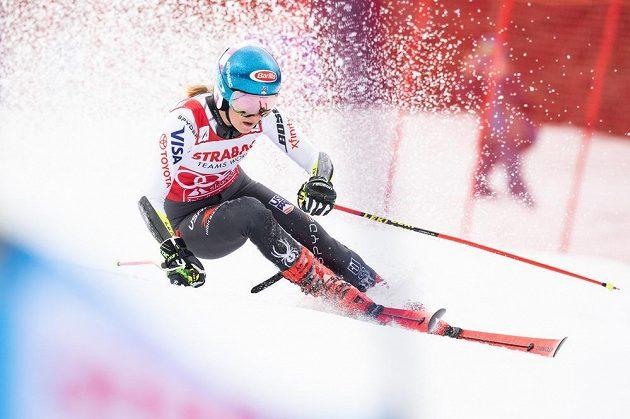Americká lyžařka Mikaela Shiffrinová během obřího slalomu ve Špindlerově Mlýně.