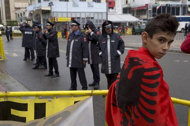 Albánský fanoušek v Elbasanu.