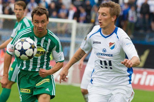 Ondřej Sukup z Baníku (vpravo) a Jan Moravec z Bohemias.