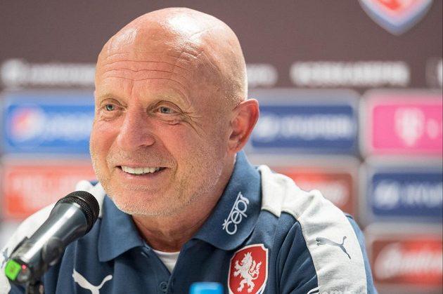 Trenér Karel Jarolím během tiskové konference před utkáním kvalifikace MS 2018 s Německem.