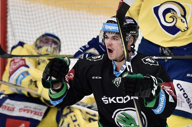 Ze vstřeleného gólu se raduje mladoboleslavský útočník Jakub Orsava.
