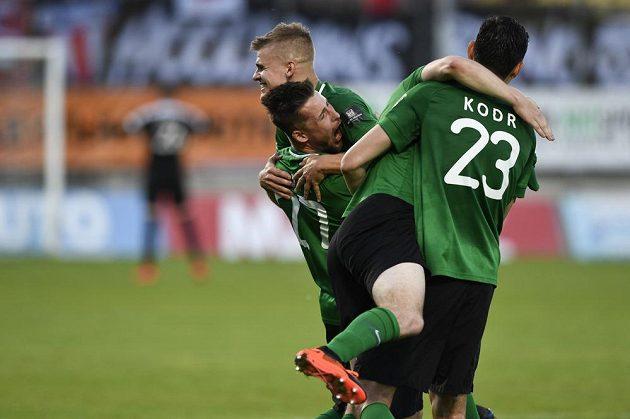Fotbalisté Příbrami se radují po bezbrankovém zápase z udržení v lize