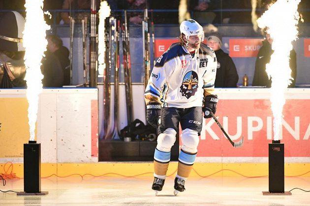 Jaromír Jágr nastupuje na kladenský led před utkáním s HC Ústí nad Labem.